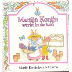 Martijn Konijn werkt in de tuin